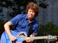Gitarist zanger Ben Blue. live muziek boeken? Ben Blue solo. Zanger gitarist voor elk feest, bruiloft, receptie of café. Engelstalige covers van 1950 tot nu.