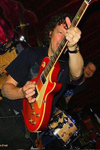 Hurricane Bob Bluesrock. bandje boeken voor muziekcafé? Songs van ZZ Top, Jimi Hendrix, Eric Clapton, Stevie Ray Vaughn, the Beatles en meer.