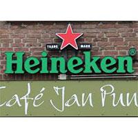 Gitarist zanger Ben Blue solo in cafe Jan Punt.