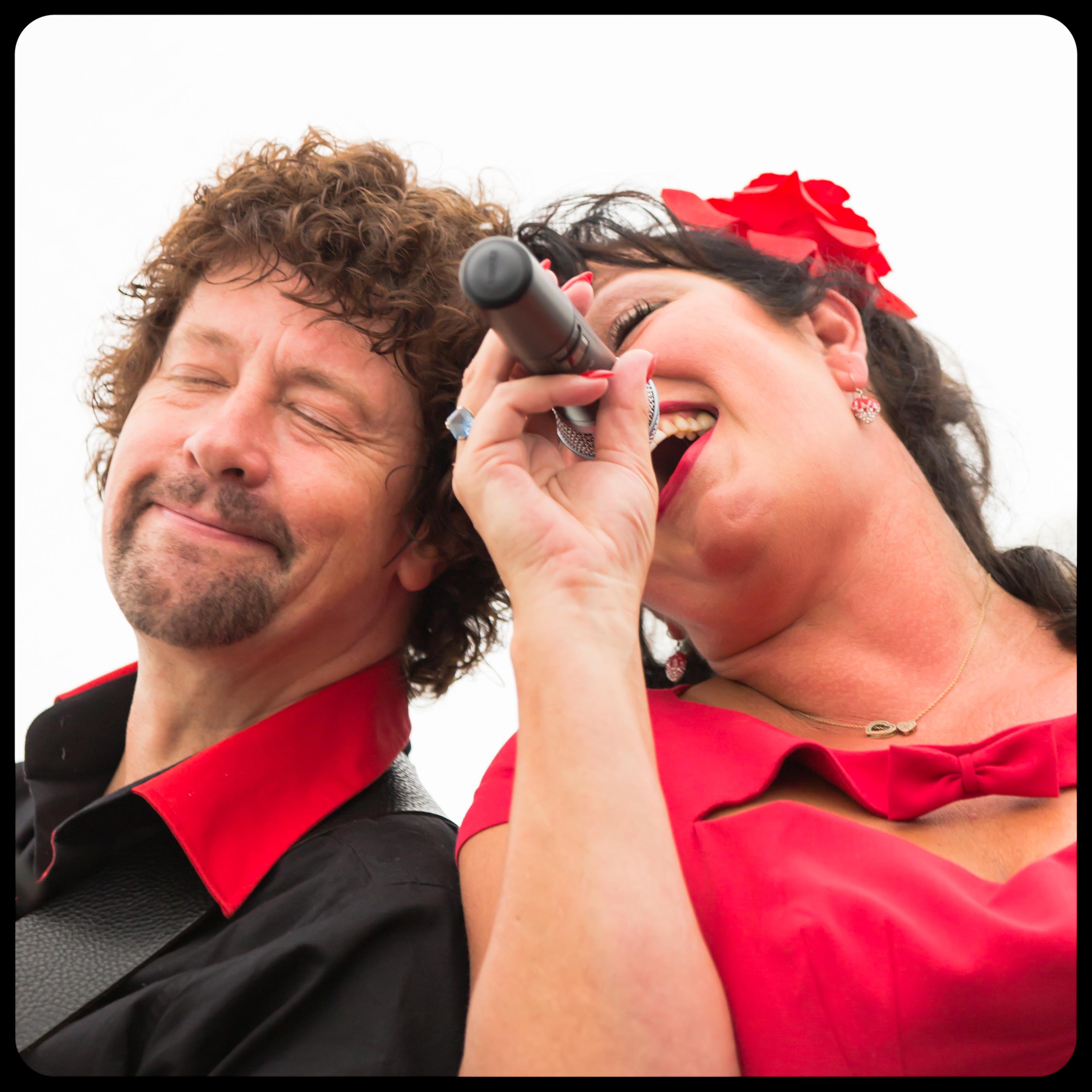 Zanger gitarist Ben Blue en Jazz zangeres Madame Jeanette. band boeken voor een trouwerij? Wij hebben een band voor elke gelegenheid.
