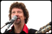 Zanger gitarist Ben Blue. bandje huren voor een tuinfeest? Wij hebben een zanger gitarist, akoestisch duo, een feestband, jazz combo en een bluesrock powertrio