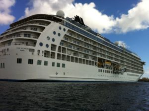 Cruise schip The World. band huren voor een feestje? Live muziek voor cruise schip, zeilboot of botter met akoestisch duo Big Bucks & Easy Money