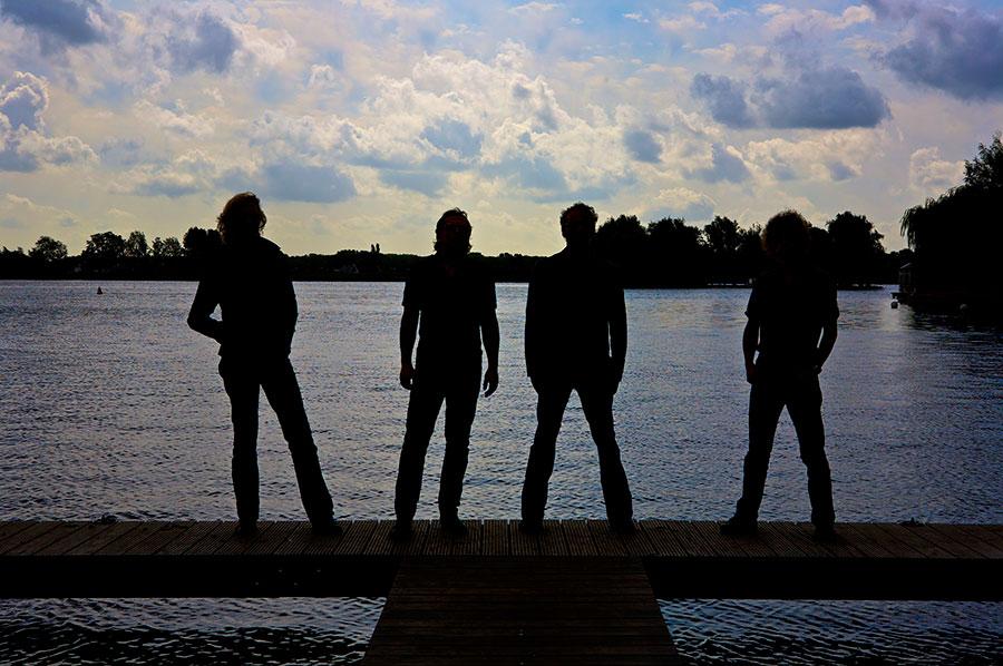 K'BAM! De akoestische rockband. Band gevraagd, muzikanten gezocht? Boek live muziek bij Ben's bookings.