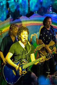 K'BAM! De akoestische rockband. band huren voor een feestje? Vind een popgroep bij Ben's Bookings