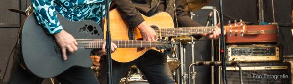 Twee gitaren bij K'BAM! bandje gezocht? De beste akoestische feestband boek je hier.