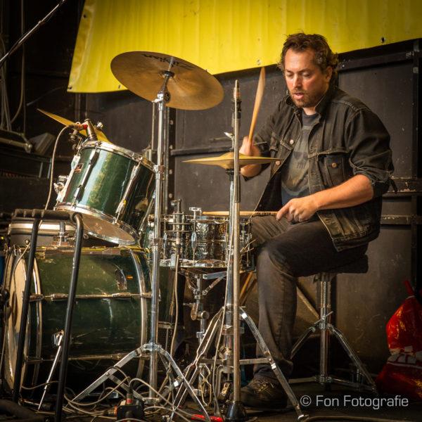 Drummer Joeri Rook bij de beste akoestische feestband. live muziek gezocht? Ben's Bookings heeft live muziek voor je feest, bruiloft, café, receptie of ander evenement.