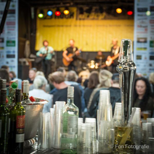 Bar-uitzicht op de beste akoestische feestband. bandje huren? Leuke live muziek voor elk feest bij Ben's Bookings.