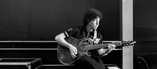 Zanger/gitarist Ben Blue. De beste keus als je een muzikant voor je feest wil huren