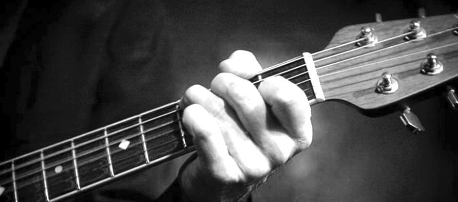 Gitarist Ben Blaauw, muzikant voor uw receptie. Zanger gitarist voor een feestje gezocht? Ben's Bookings.