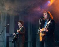 Akoestisch duo Big Bucks & Easy Money. Akoestische muziek maar dan stevig. Het beste rockduo van Nederland. Bandje gezocht? Ben's Bookings.