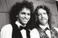 Het akoestische duo sinds 1992 Anton Arema en Ben Blaauw spelen akoestische covers van Jimi Hendrix en U2 tot Passenger aan toe!