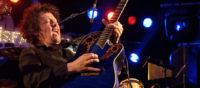 Akoestische gitaarsolo's bij Big Bucks & Easy Money. live muziek gezocht voor braderie? Wij hebben een zanger gitarist, akoestisch duo, een feestband, jazz combo en een bluesrock powertrio