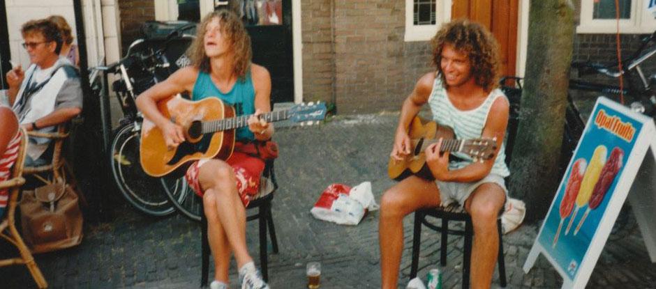 Een akoestisch duo met 25 jaar ervaring. Live muzikanten huren bij Ben's Bookings.