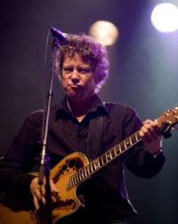 Zanger gitarist Ben Blue solo. Gitarist voor huiskamerfeest of tuinfeest? Boek zanger gitarist Ben Blue.