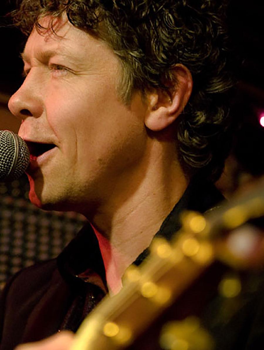Live muzikant Ben Blue. Gitaar en zang te boeken bij Ben's Bookings.