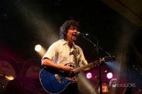 Gitarist zanger Ben Blue. Zanger gitarist gevraagd? Ben Blue speelt op je verjaardag, tuinfeest of in het café.