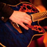 Ovation gitaar van Ben Blue. Gitarist gevraagd voor een feest, huiskamer, restaurant of verjaardag? Gitarist zanger Ben Blue uit Rotterdam.