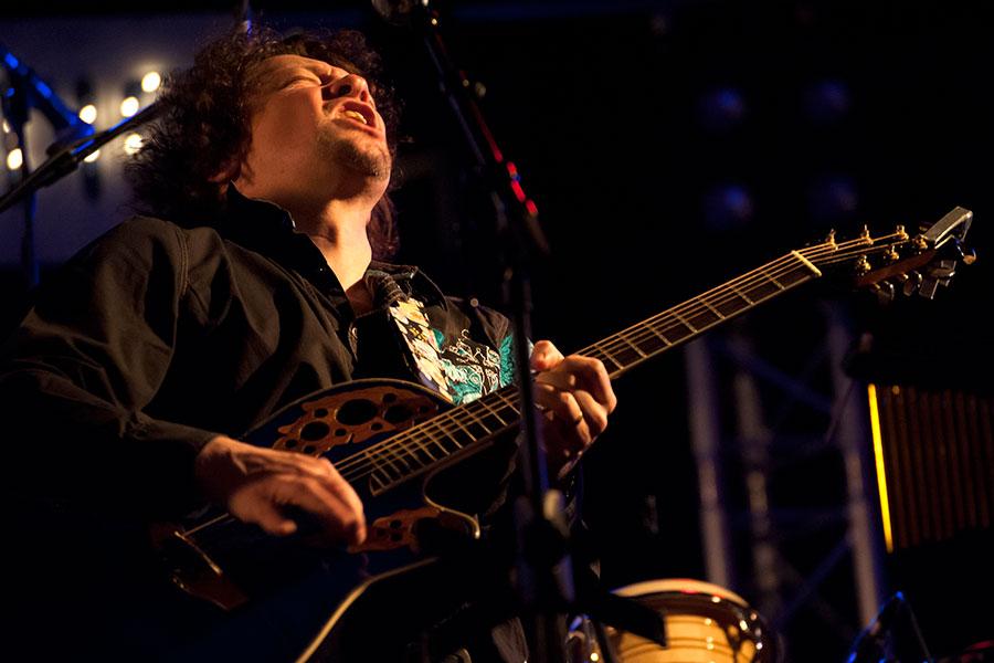 Gitarist zanger Ben Blue solo. Live muziek voor elk feest. Zoekt u een zanger gitarist? Ben Blue will do.