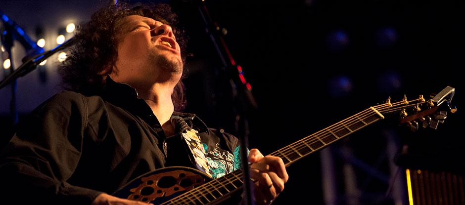 Ben Blue, a.k.a. Ben Blaauw, gitarist-zanger uit Rotterdam. Pop, rock, blues, jazz van Ben Blaauw. Deze artiest kun je boeken bij Ben's Bookings.