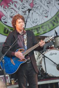 Gitarist zanger Ben Blue solo. Live muziek boeken of een band huren? Gitarist Ben Blue, duo Big Bucks & Easy Money e.v.a.