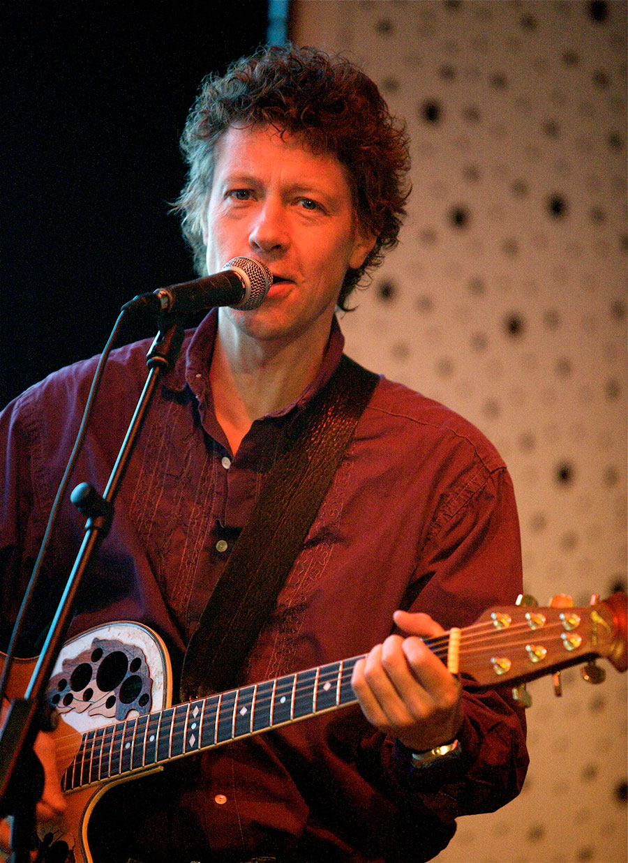 Zanger gitarist Ben Blue. live muziek boeken voor een verjaardag? Huur zanger gitarist Ben Blue of boek een live band bij Ben's Bookings.