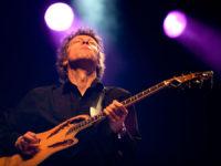 Ben Blue solo. Zanger gitarist gevraagd voor een feest? Huur top-muzikant Ben Blue.