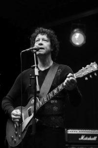 Gitarist zanger Ben Blue. band boeken voor een trouwerij? Live muziek kun je huren bij Ben's Bookings. Solo, duo of hele band.