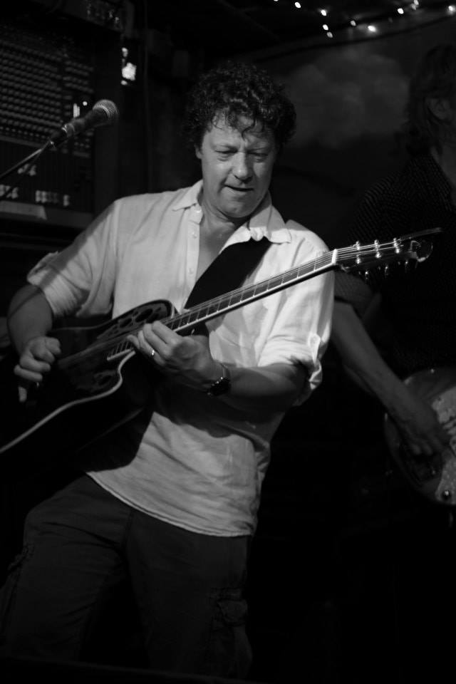 Gitarist zanger Ben Blue solo. live muziek gezocht? Ben's Bookings heeft live muziek voor je feest, bruiloft, café, receptie of ander evenement.