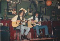 Akoestisch coverduo Big Bucks & Easy Money op het biljart. band huren? Big Bucks & Easy Money, sinds 1992 het beste akoestische coverduo van Nederland. Boek deze live-act bij Ben's Bookings.