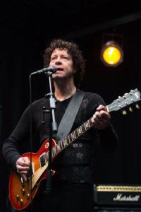 Zanger gitarist Ben Blue. bandje gezocht voor de huiskamer? Dat is te boeken bij Ben's Bookings. Bij ons kun je de beste live muziek vinden.