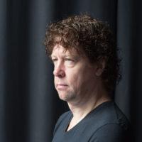 Zanger gitarist Ben Blaauw van bluesband Hurricane Bob, het Rotterdamse powertrio. live muziek boeken voor een verjaardag? Wij hebben een band voor elke gelegenheid.