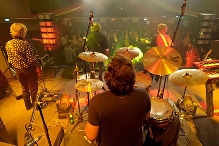K'BAM! De akoestische rockband. Een band voor een feest gezocht? Huur K'BAM! de akoestische rockband