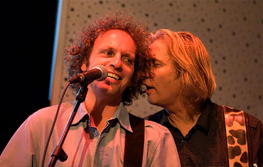 Anton Arema en Ocki Klootwijk bij K'BAM! De akoestische rockband. Huur een band of artiest voor bedrijfsfeest of huwelijk bij Ben's bookings.