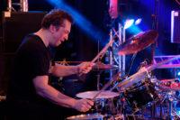 Drummer Joeri Rook van K'BAM! band boeken voor een trouwerij? Een live band kun je huren bij Ben's Bookings.