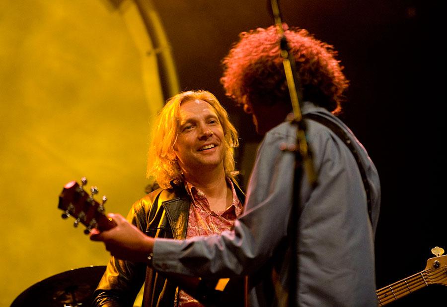 Ocki Klootwijk en Anton Arema van K'BAM! live muziek gezocht voor braderie? Wij hebben een zanger gitarist, akoestisch duo, een feestband, jazz combo en een bluesrock powertrio