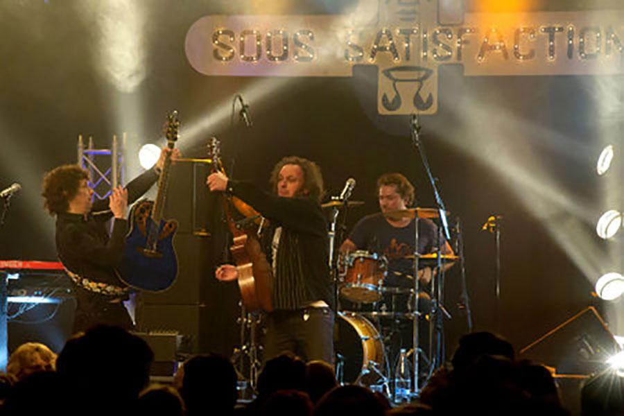 K'BAM! De akoestische rockband. bandje huren voor een tuinfeest? Wij hebben een zanger gitarist, akoestisch duo, een feestband, jazz combo en een bluesrock powertrio