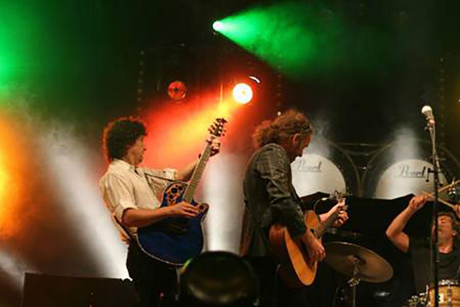 K'BAM! De akoestische rockband op Griendpop. live muziek boeken voor een verjaardag? Ben's Bookings heeft live muziek voor je feest, bruiloft, café, receptie of ander evenement.