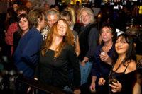 Toeschouwers bij K'BAM! De akoestische rockband. Ook een feestje bouwen? Boek K'bam! de beste akoestische rockband