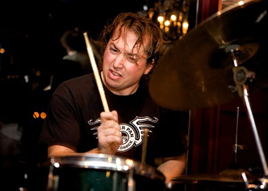 Drummer Joeri Rook. live muziek huren voor een juileum? Boek de beste bands bij Ben's Bookings