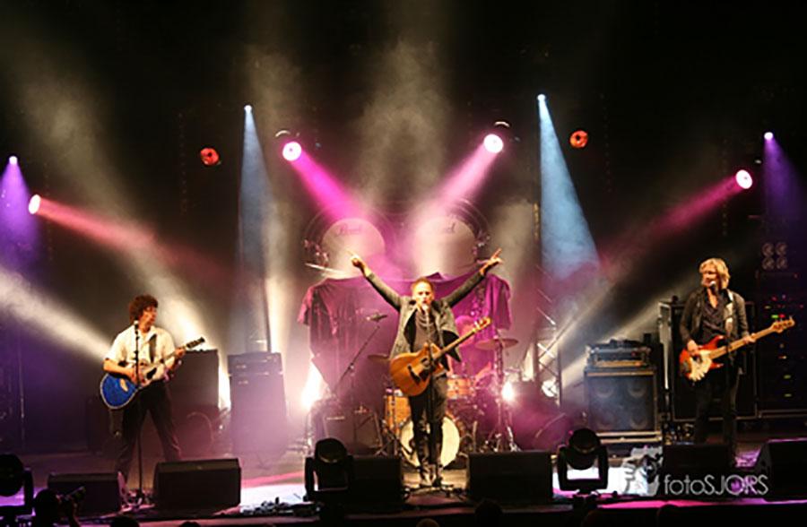 K'BAM! De akoestische rockband uit rotterdam speelt akoestische rock covers. bandje boeken voor huwelijk? Ben's Bookings heeft live muziek voor je feest, bruiloft, café, receptie of ander evenement.