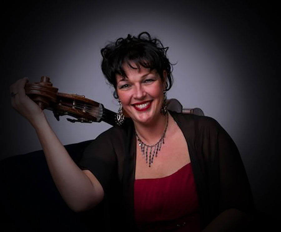 Jazz zangeres Madame Jeanette van the Peppers. Achtergrondmuziek voor een feestje gezocht? Ben's Bookings heeft live muziek voor je feest, bruiloft, café, receptie of ander evenement.