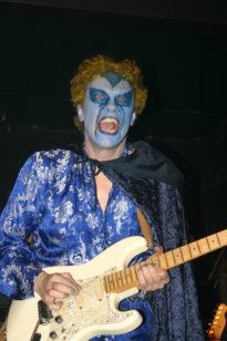 Live muziek gezocht? Huur de bands met zanger gitarist Ben Blue bij Ben's bookings.