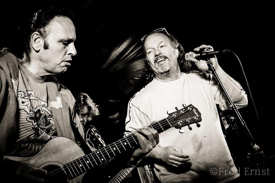 Gitarist Anton Arema en zanger Theo Braams. Covers van ZZ Top. Bluesband gezocht in Zuid Holland? Muziek voor een feest in Gelderland? Bel Ben's Bookings